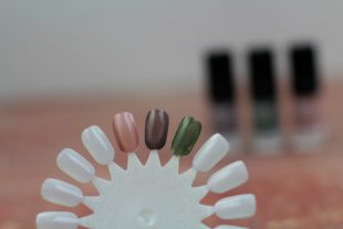 Edding Laque Nagellack Review Erfahrungen Farben Kind Khaki No. 183 Inspiring Ivory No. 144 Greedy Grey No. 194