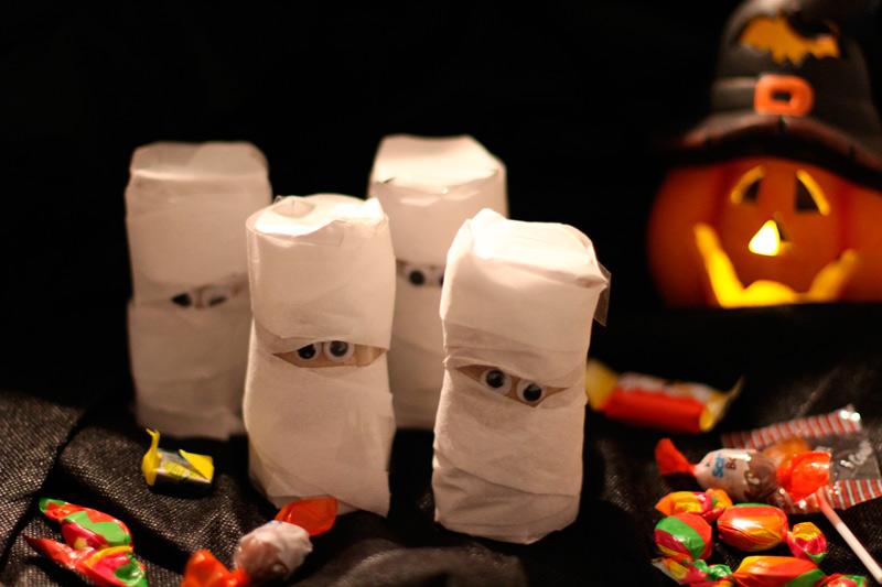 Halloween Süßigkeiten DIY - Süßes selber machen - Klorollen Geister